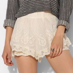Kimchi Blue Flouncy Detailed Flowy Lace Shorts